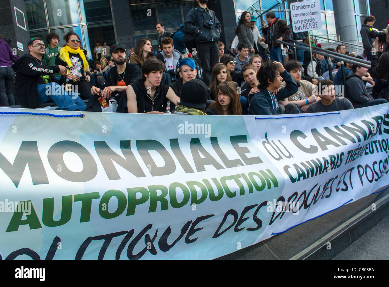 Crowd French Teenagers, Holding protest Banners at World Cannabis March for Marijuana Legalization - Paris, France - Stock Image