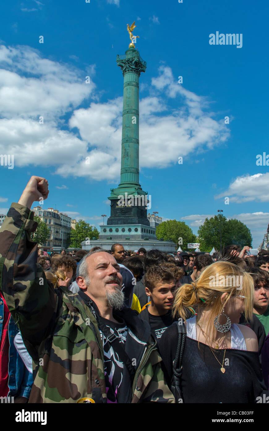 Crowd Scene with Man Raising Fist at 'World Cannabis March for Marijuana Legalization' Place de la Bastille - Stock Image