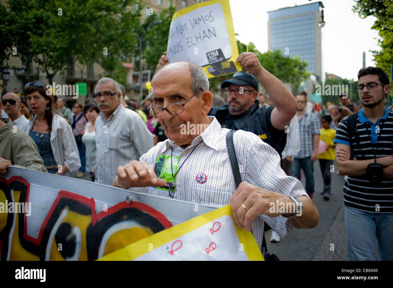 12 May, 2012-Barcelona, Spain. Man carrying the main banner. On the anniversary of the indignant movement (born - Stock Image