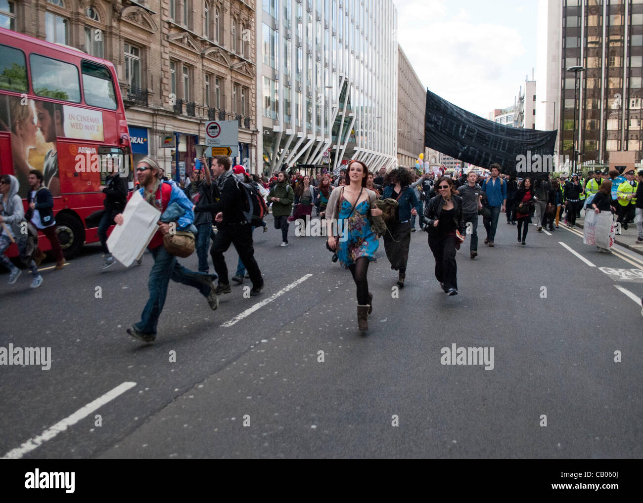 London, UK. 12/05/12. Occupy protesters running during a roving demonstration in the City of London area. The protesters - Stock Image