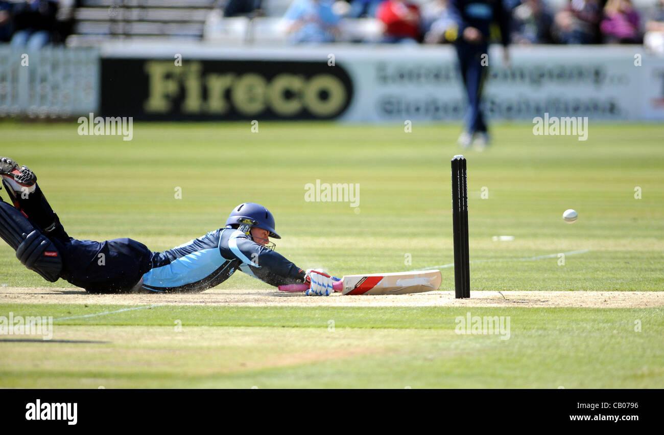 Sussex Sharks batsman Matt Machan scrambles a quick run against Unicorns in their Clydesdale Bank 40 League cricket - Stock Image