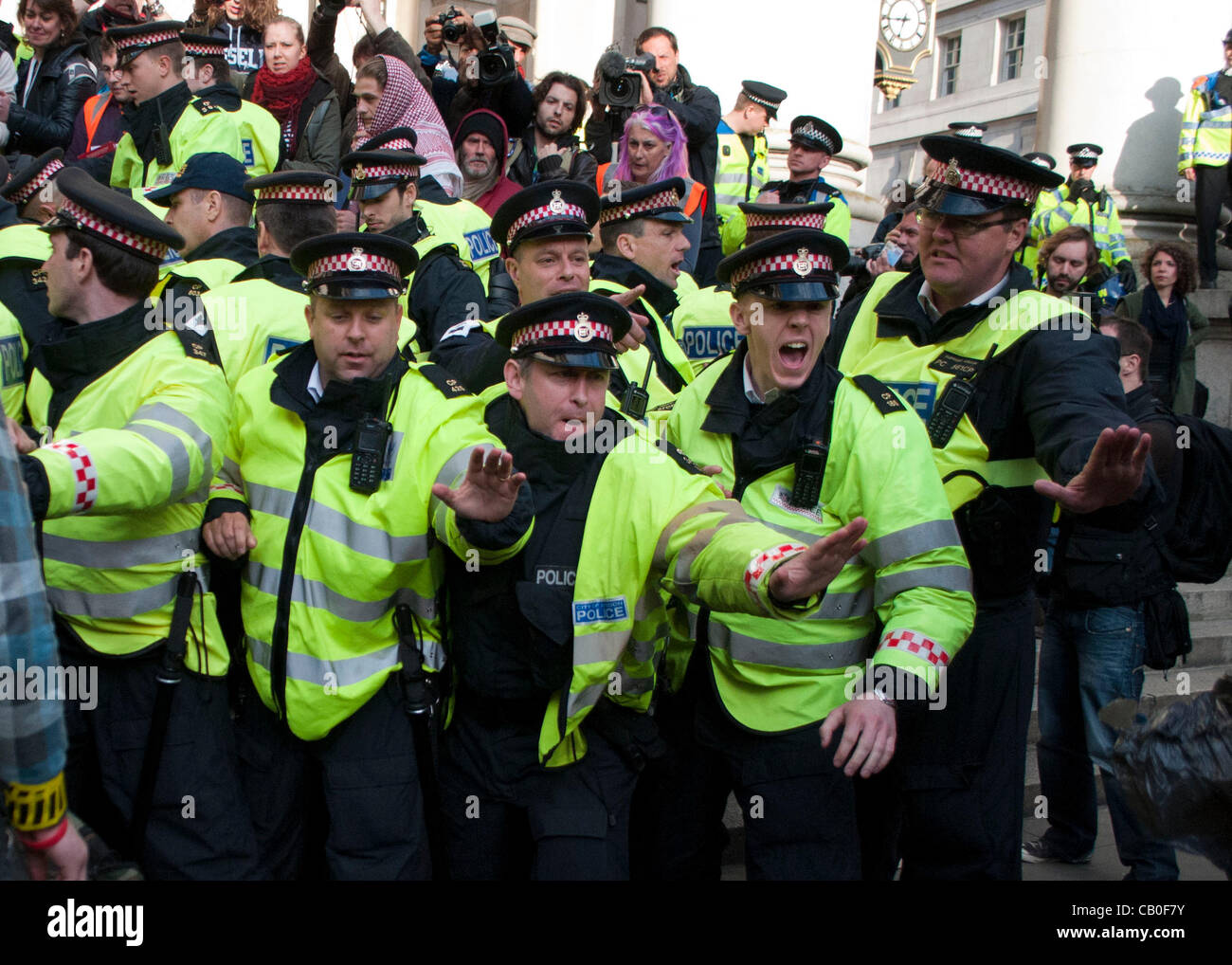 London, UK. 12/05/12. Police and Occupy protesters clash on the steps of the Royal Exchange in the City of London. - Stock Image