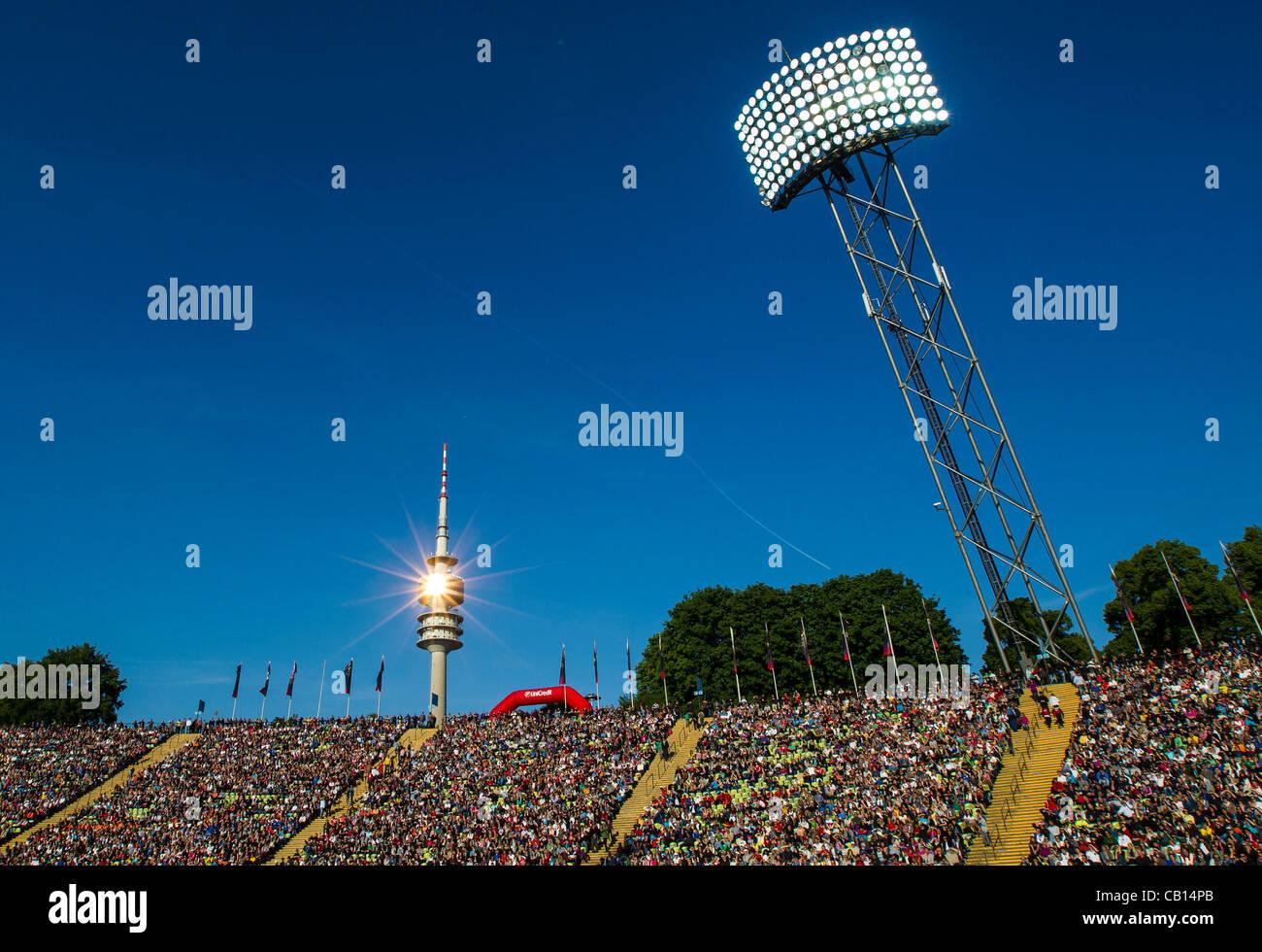 Olympiaturm und Stadion, Fussballstadion, Tribuene, Innenansicht, Lichtmast, Energie, Scheinwerfer, Fluter, Licht, - Stock Image