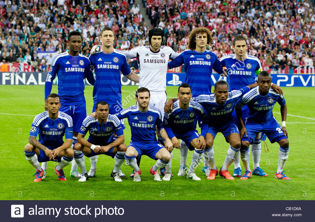 MUNICH, GERMANY - Saturday, May 19, 2012: Chelsea players line up ...