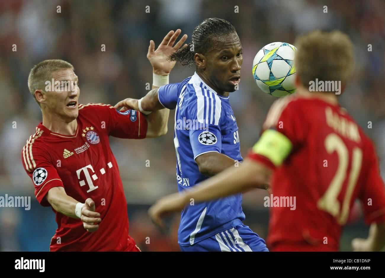 Bastian Schweinsteiger (Bayern #31) im Zweikampf , Aktion um den Ball gegen Didier DROGBA, Chelsea11 Aktion, Zweikampf, - Stock Image