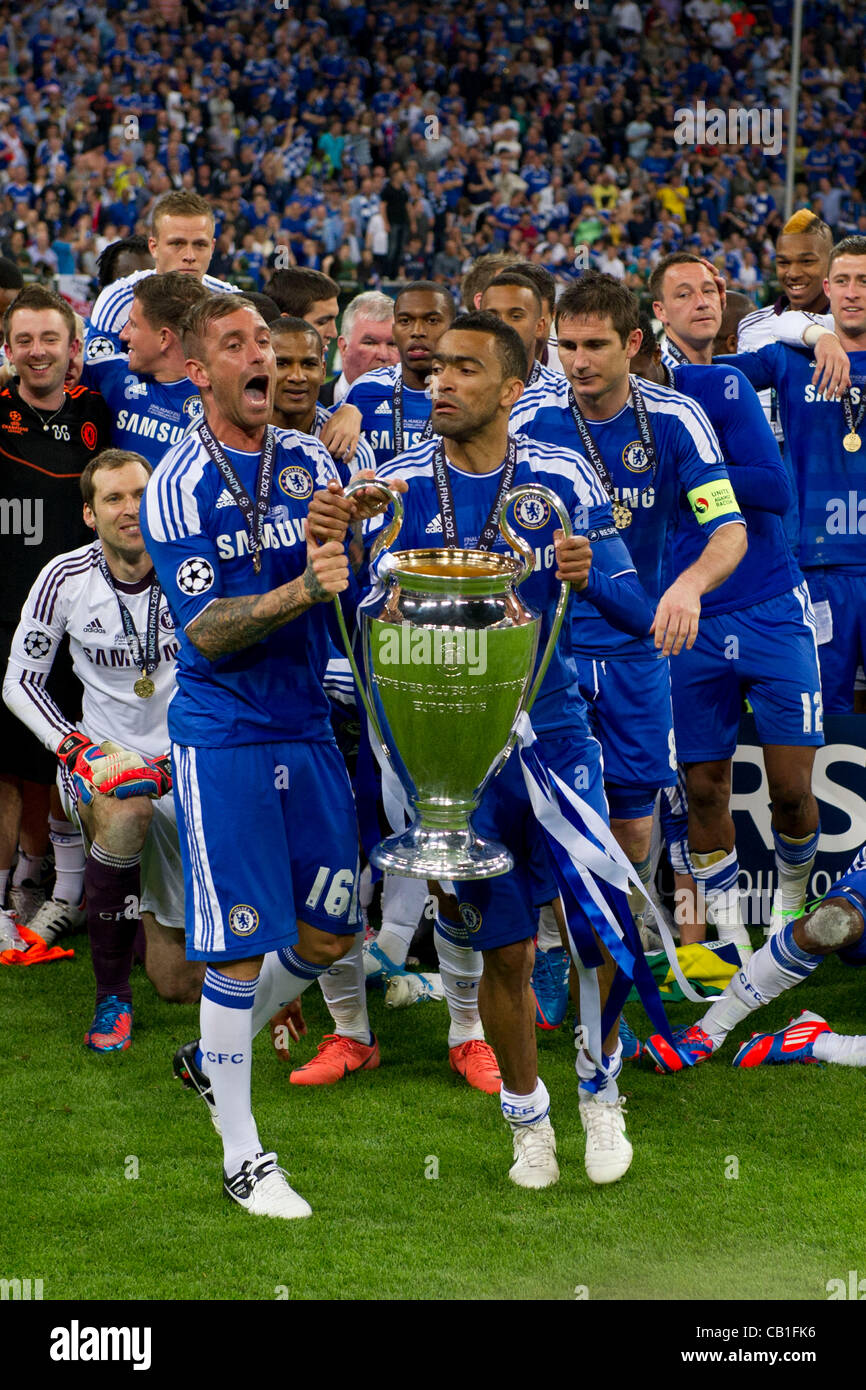 L R Raul Meireles Jose Bosingwa Chelsea MAY 19 2012 Stock