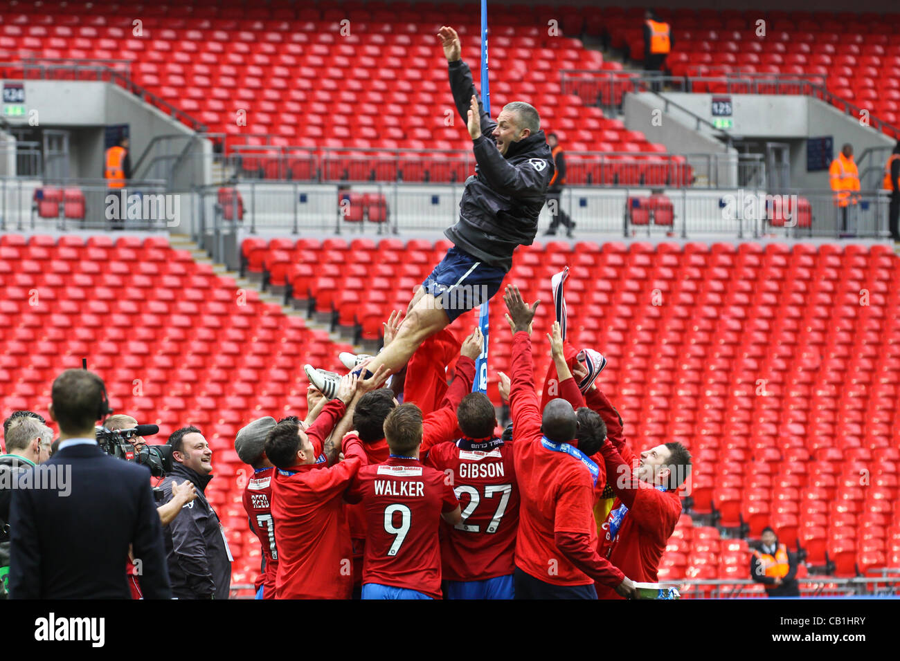 LONDON, ENGLAND - MAY 20: 2011-12 York City celebrate with their manager, Gary Mills being tossed into the air after - Stock Image