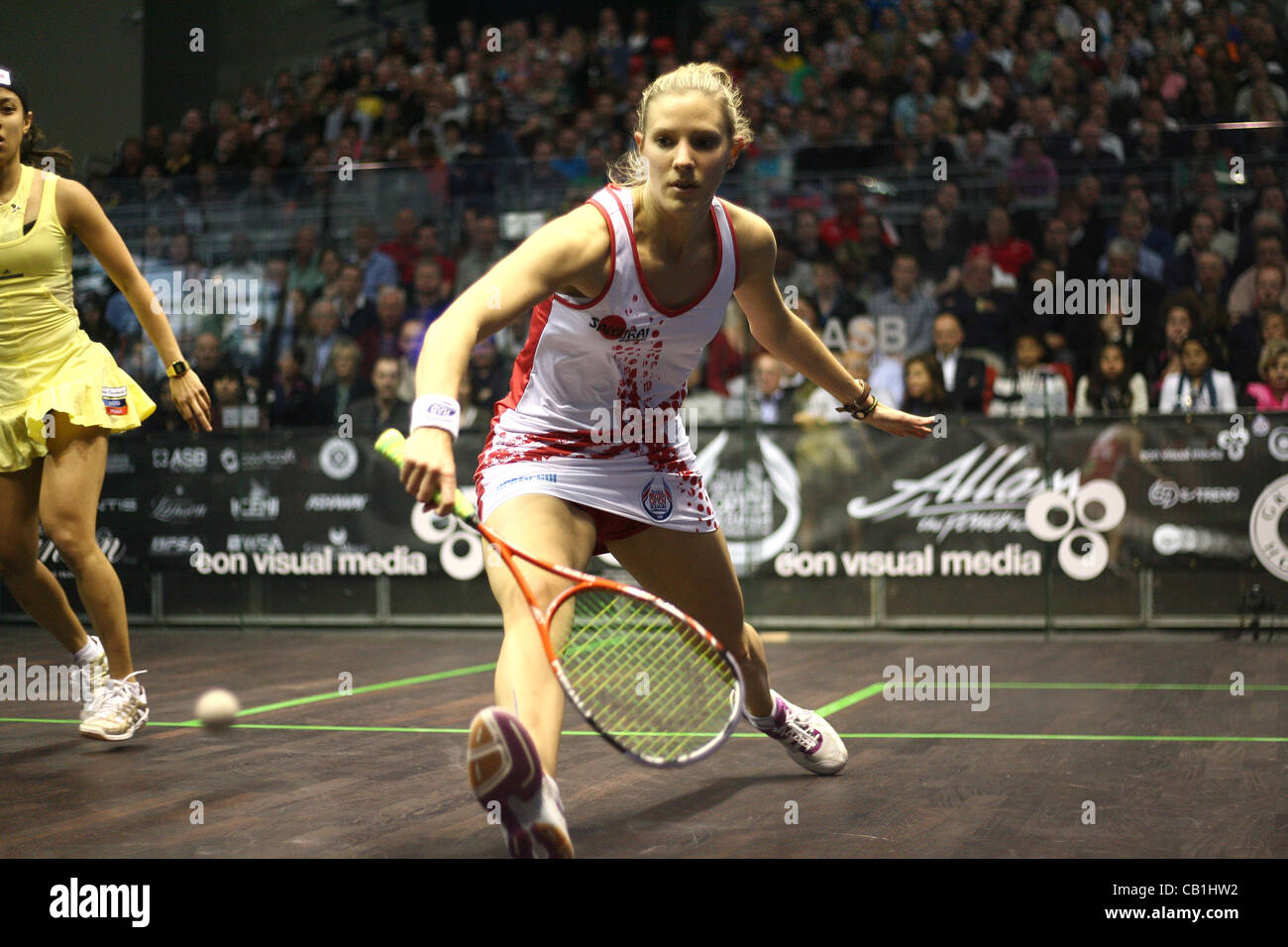 19.05.2012 The O2, London, England. Laura Massaro (ENG) in action against Nicol David (MAS) during their semi-final - Stock Image