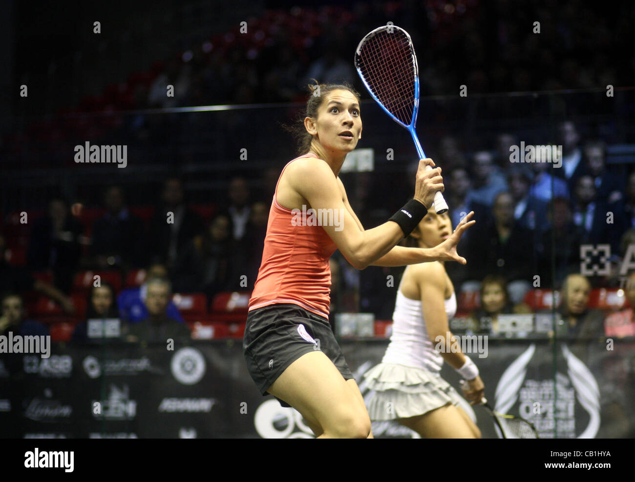 18.05.2012 The O2, London, England. Joelle King (NZL) in action against Nicol David (MAS) during their quarter-final - Stock Image