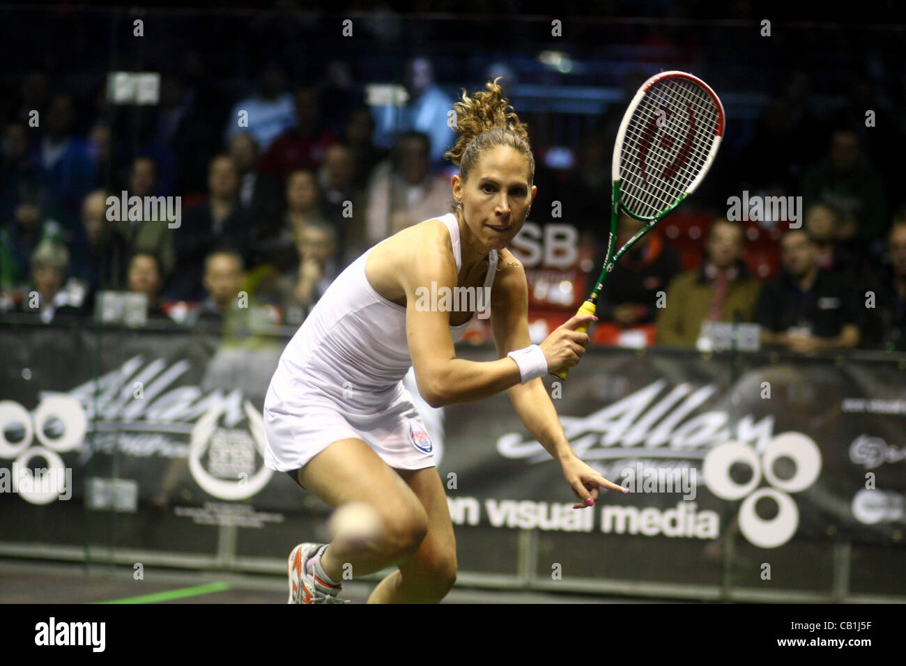 17.05.2012 The O2, London, England. Samantha Teran (MEX) in action against Nicol David (MAS) during their second - Stock Image