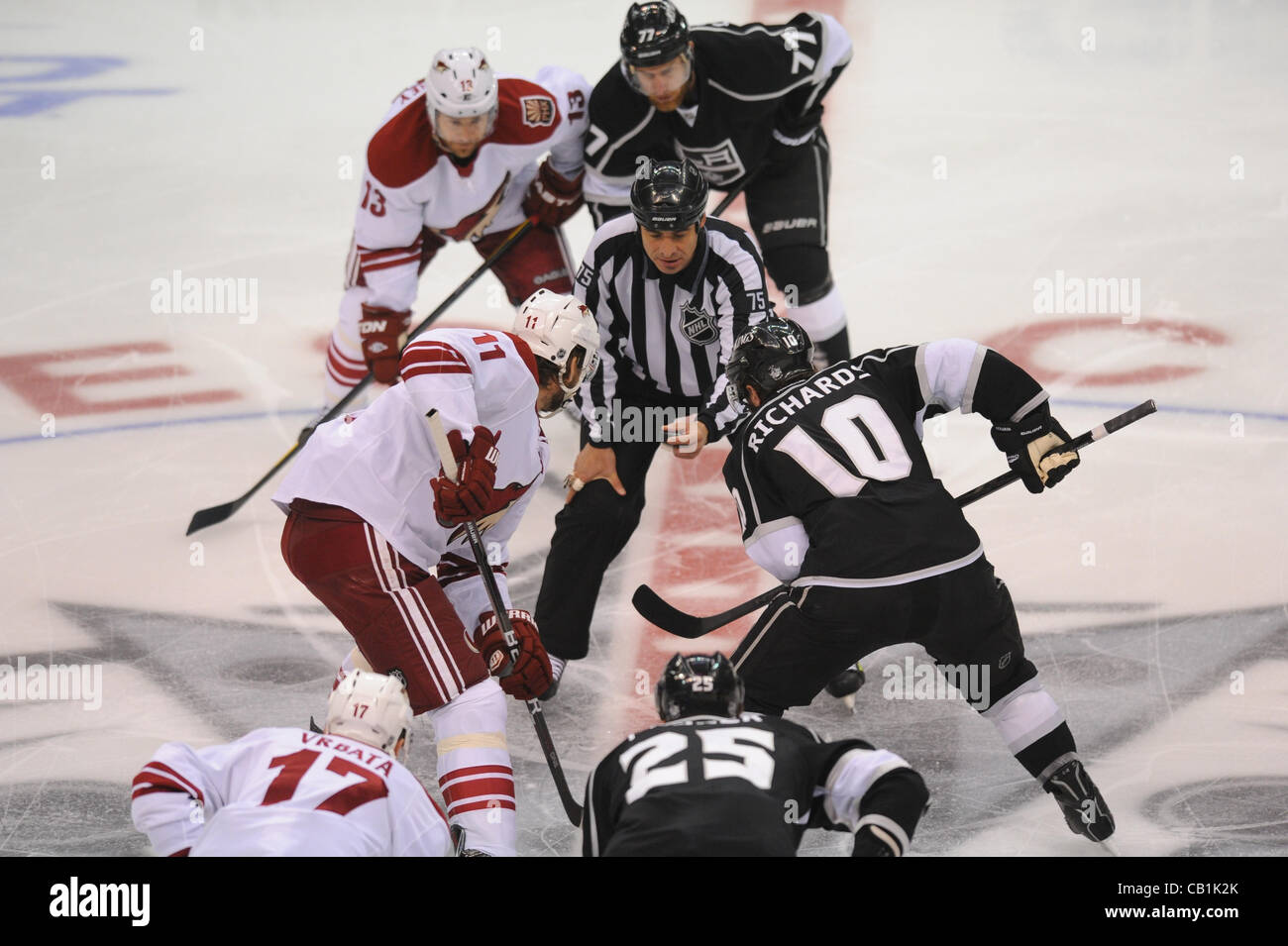 20.05.2012. Los Angeles, California, Staples Center.  Kings (10) Mike Richards and Coyotes (11) Martin Hanzal  in - Stock Image