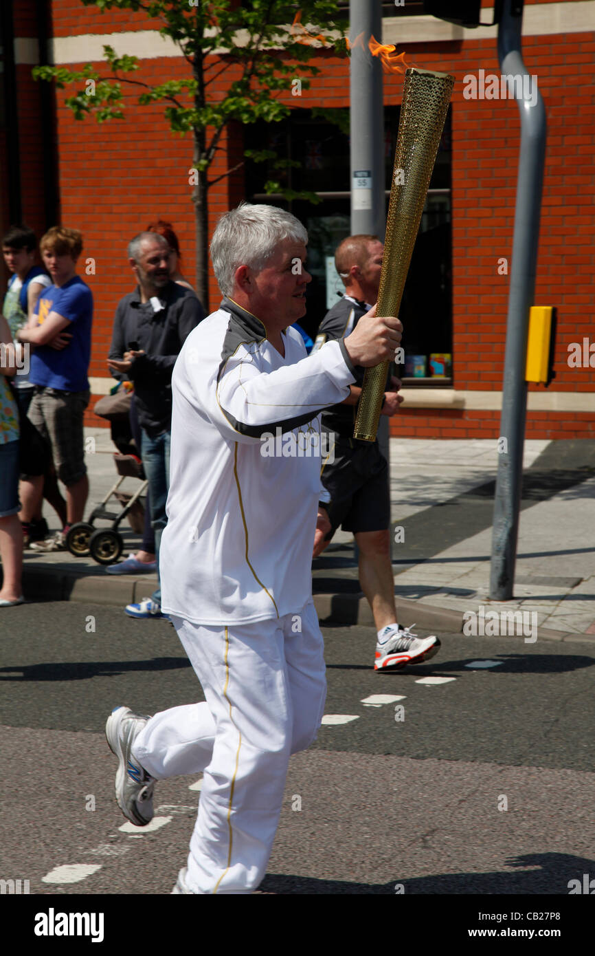 Wednesday 23rd May 2012, Swindon, Wiltshire, UK. Stephen Ratcliffe carries the Olympic Torch through Swindon. Steve - Stock Image