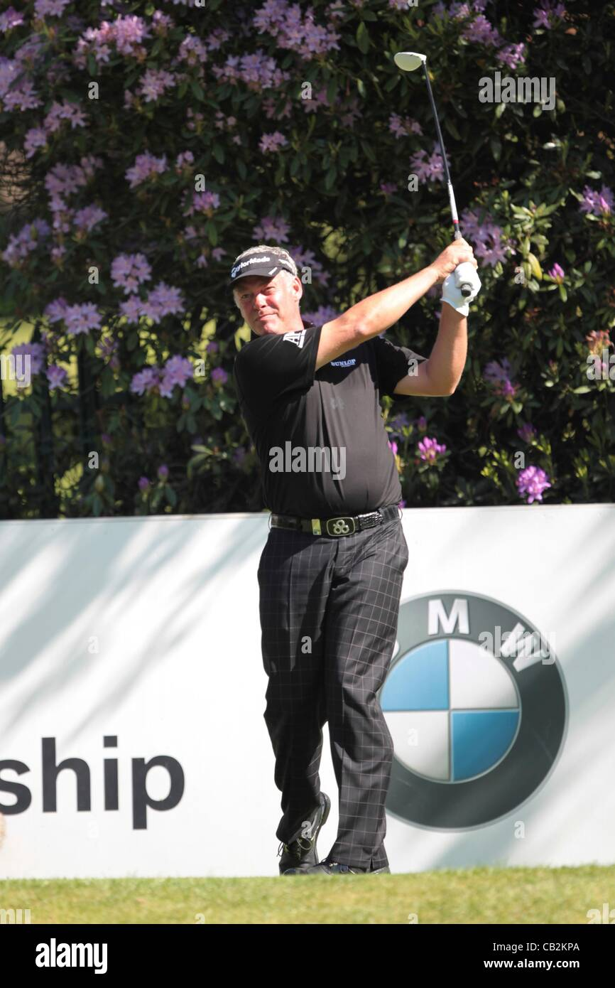 25.05.2012 Wentworth, England. Darren Clarke (NIR) in action off the tee during the BMW PGA Championship, second - Stock Image