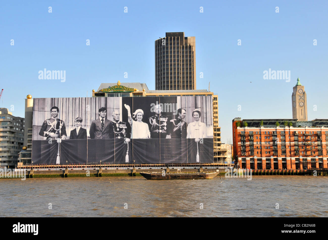 London, UK. 25 May, 2012. The largest picture of the Royal Family on the front of Sea Containers House on the Southbank, - Stock Image