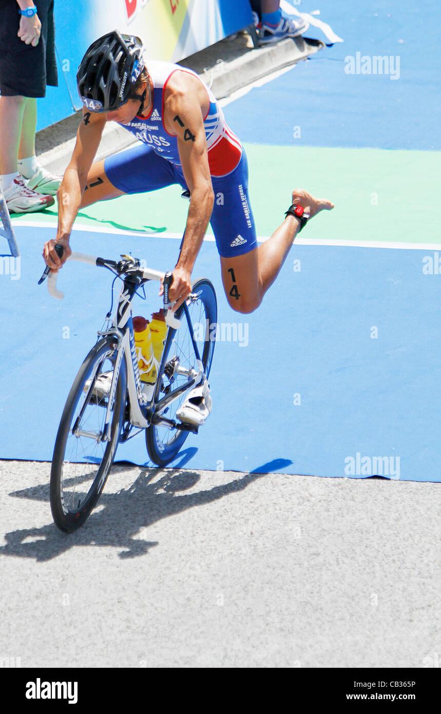 27.05.2012. Madrid, Spain. ITU Triathlon World Series Madrid. Mens Elite Series Test. David hauss from France - Stock Image