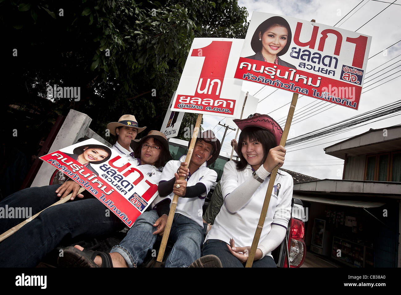 Supporters of the transgendered politician YOLLANDA 'NOK' SUANYOT at the downtown streets during the last - Stock Image