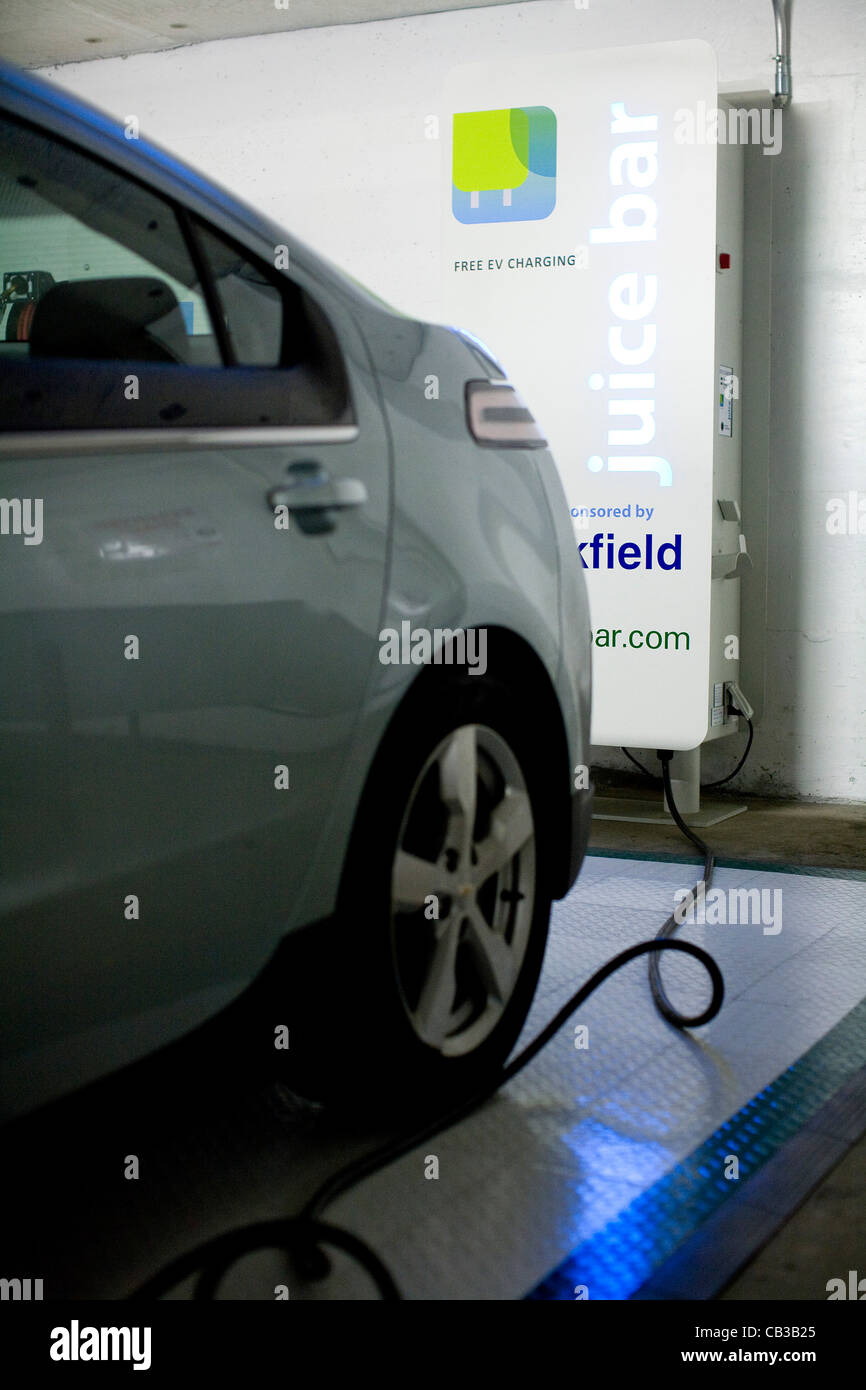 2018 Nissan Leaf Vancouver >> Ev Charging Station Stock Photos & Ev Charging Station Stock Images - Alamy
