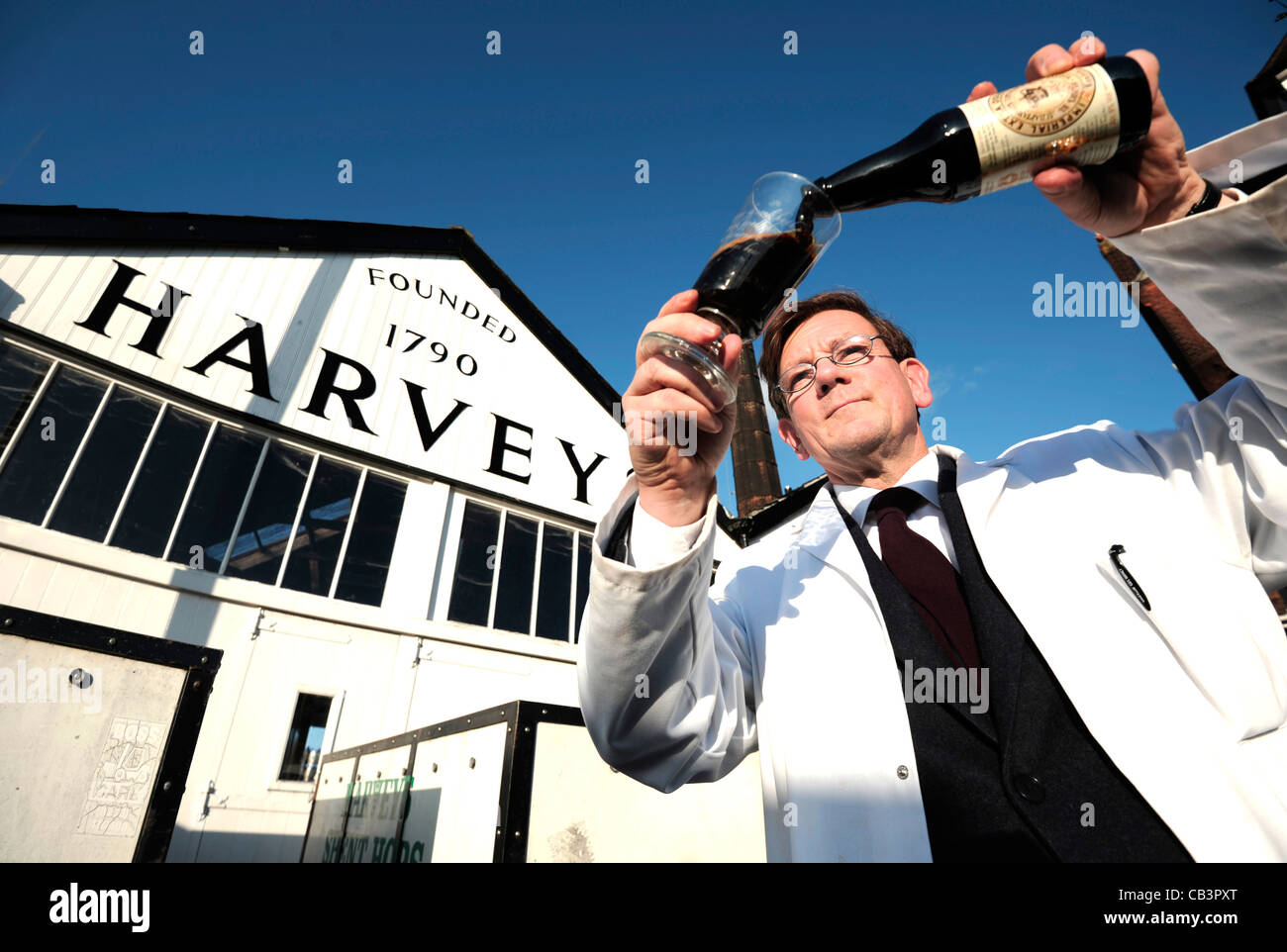 Miles Jenner, Head Brewer of Harveys in yard with award winning Imperial Extra Double Russian stout - Stock Image