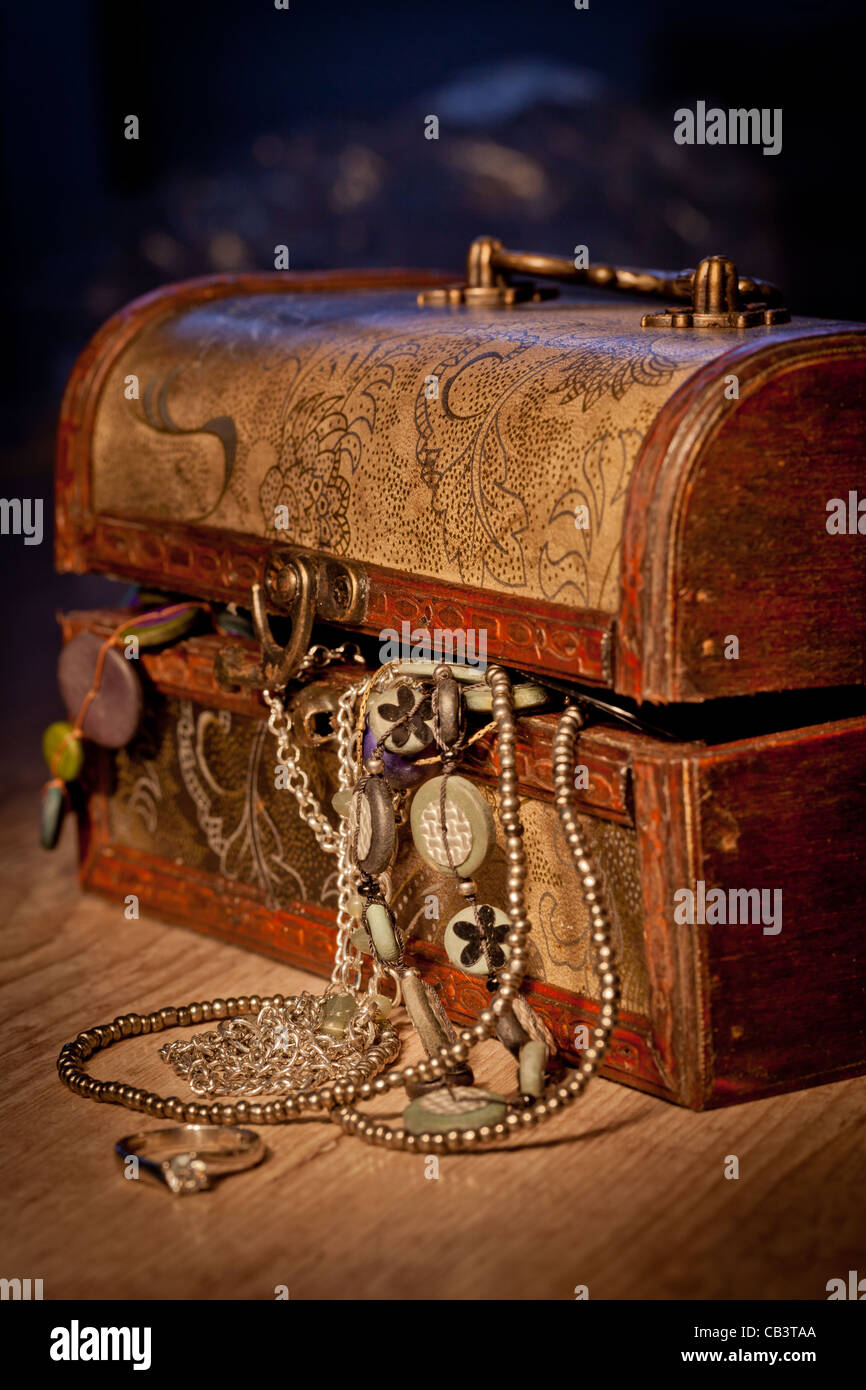 Vintage treasure chest with some jewels inside - Stock Image