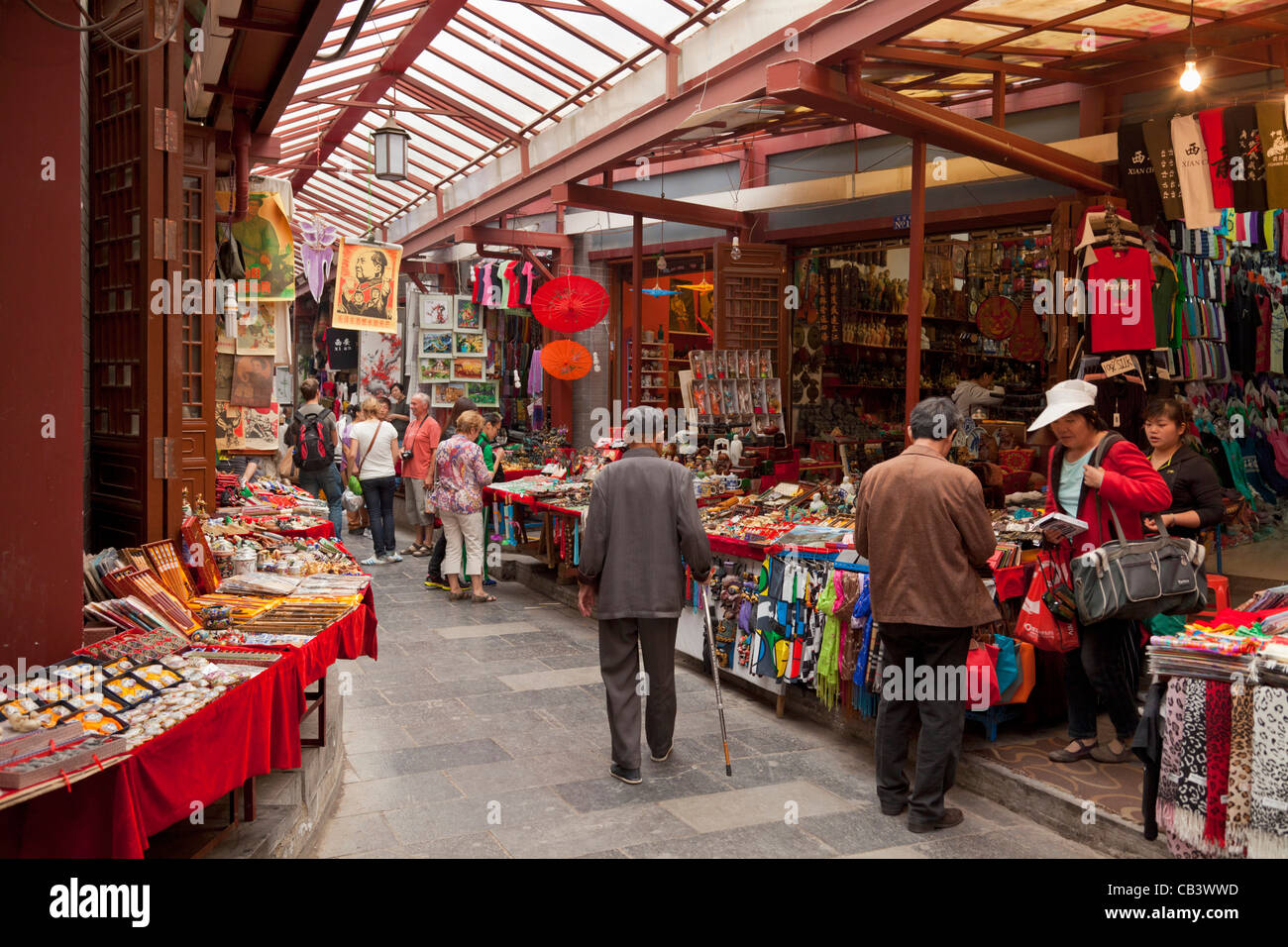 Traditional shops and market stalls, Xian covered market, Shaanxi Province, PRC, People's Republic of China, - Stock Image