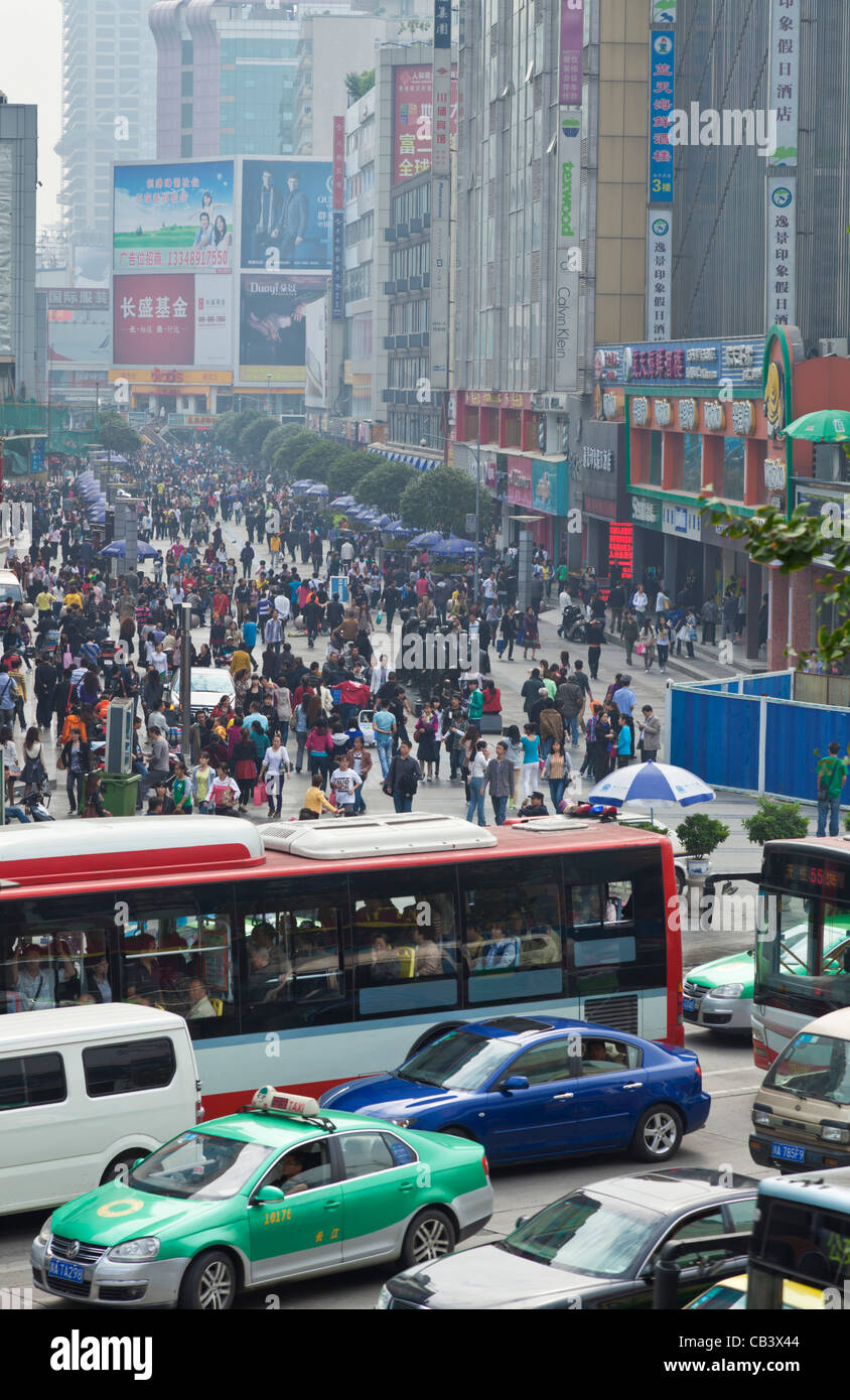 Busy crowded shopping area in the centre center of Chengdu PRC, People's Republic of China, Asia Stock Photo