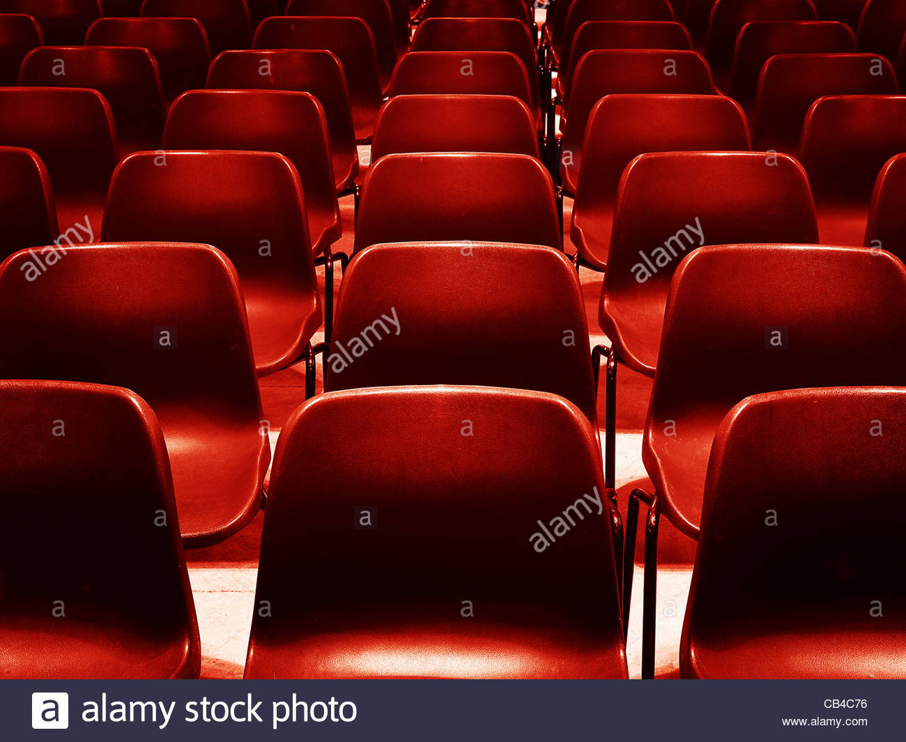 Rows of red chairs - Stock Image
