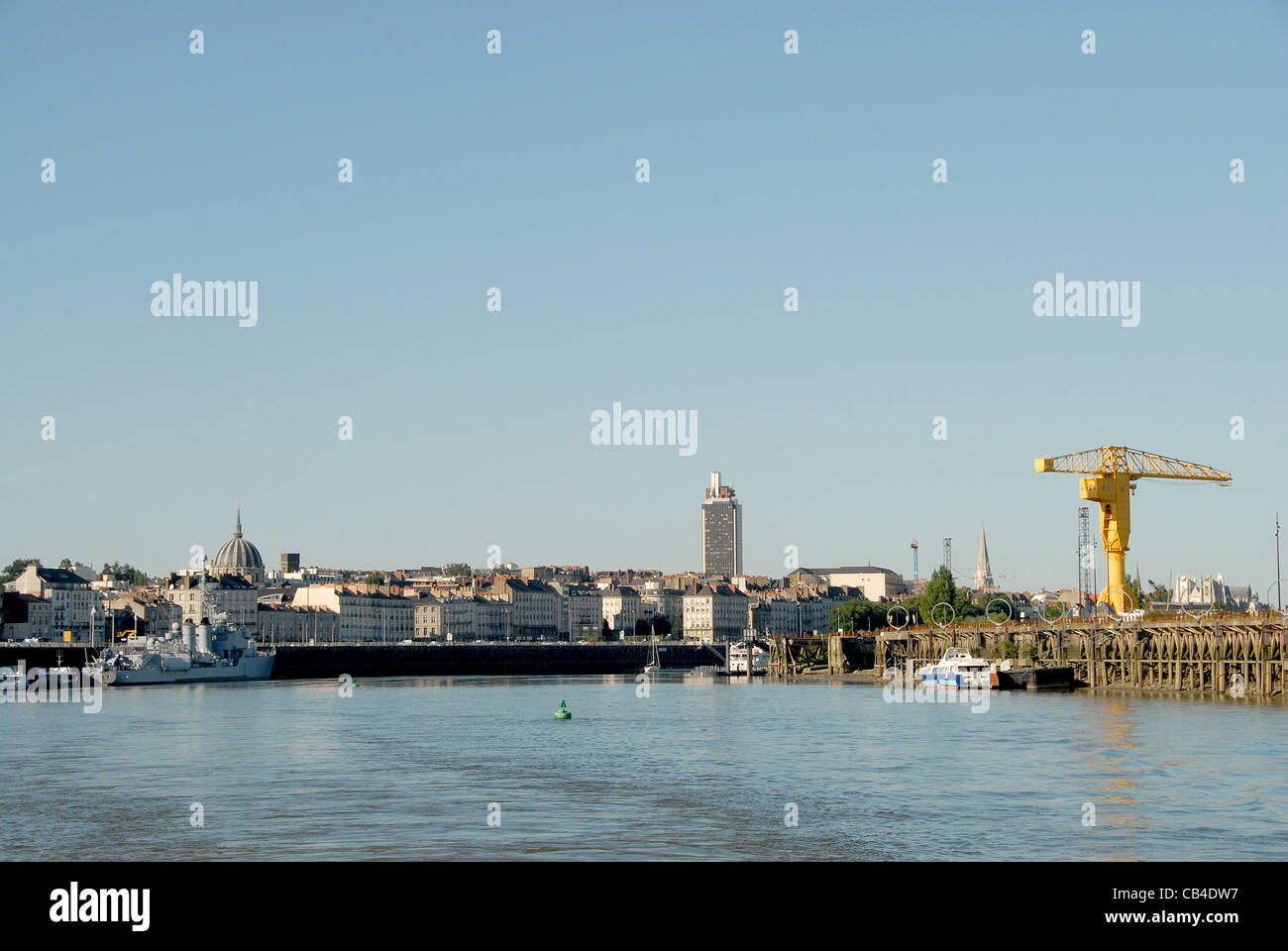 The Quai des Antilles (r.) on the Île de Nantes, a revitalised port area on a Loire island in Nantes, and skyline - Stock Image