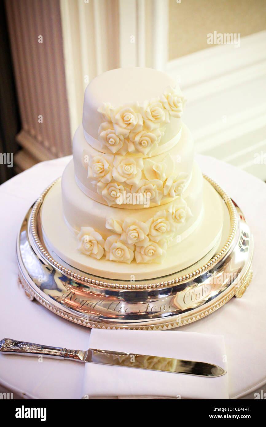 British Wedding Cake Stock Photos & British Wedding Cake Stock ...