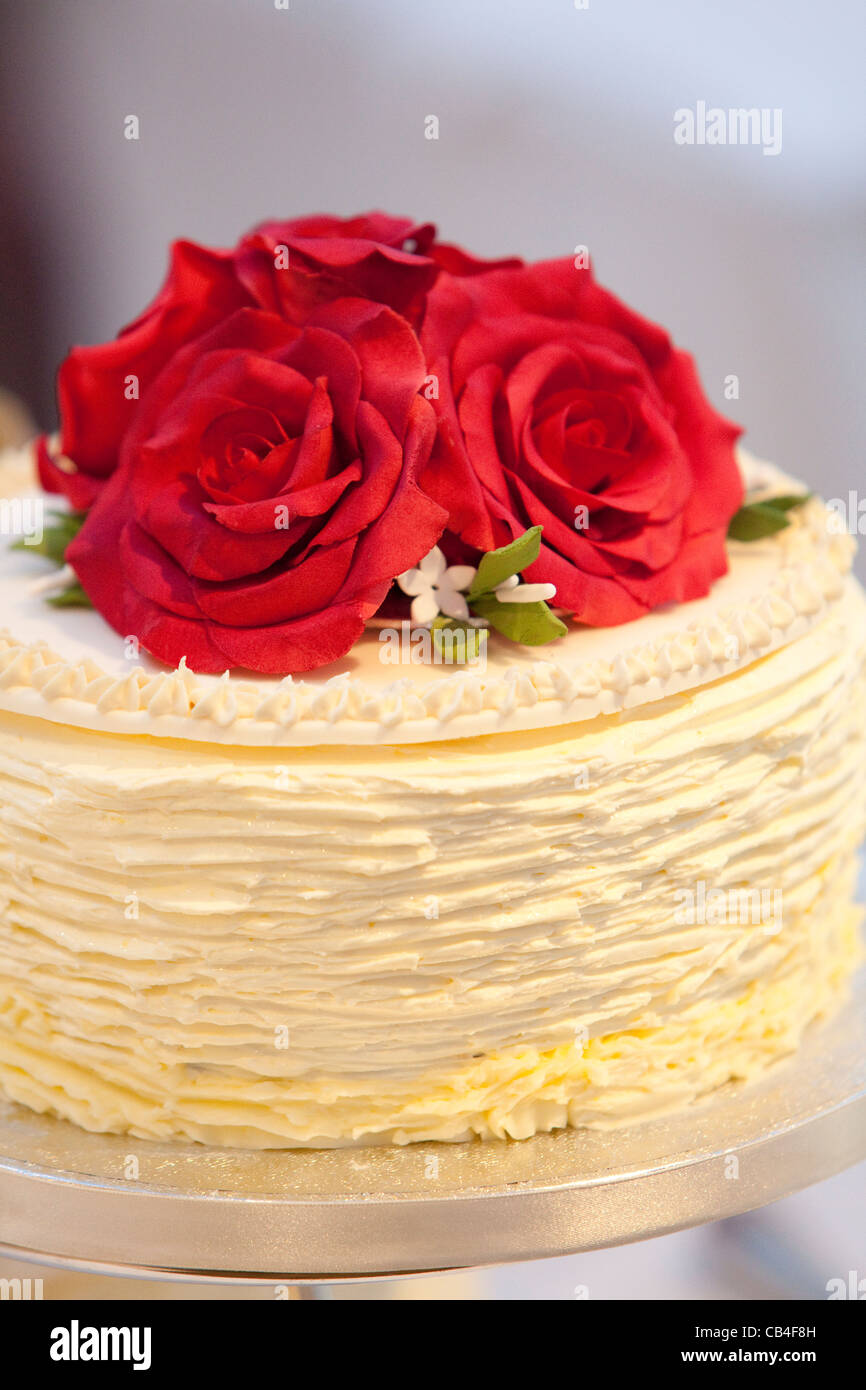 Wedding Cake And Red Flowers Stock Photos & Wedding Cake And Red ...