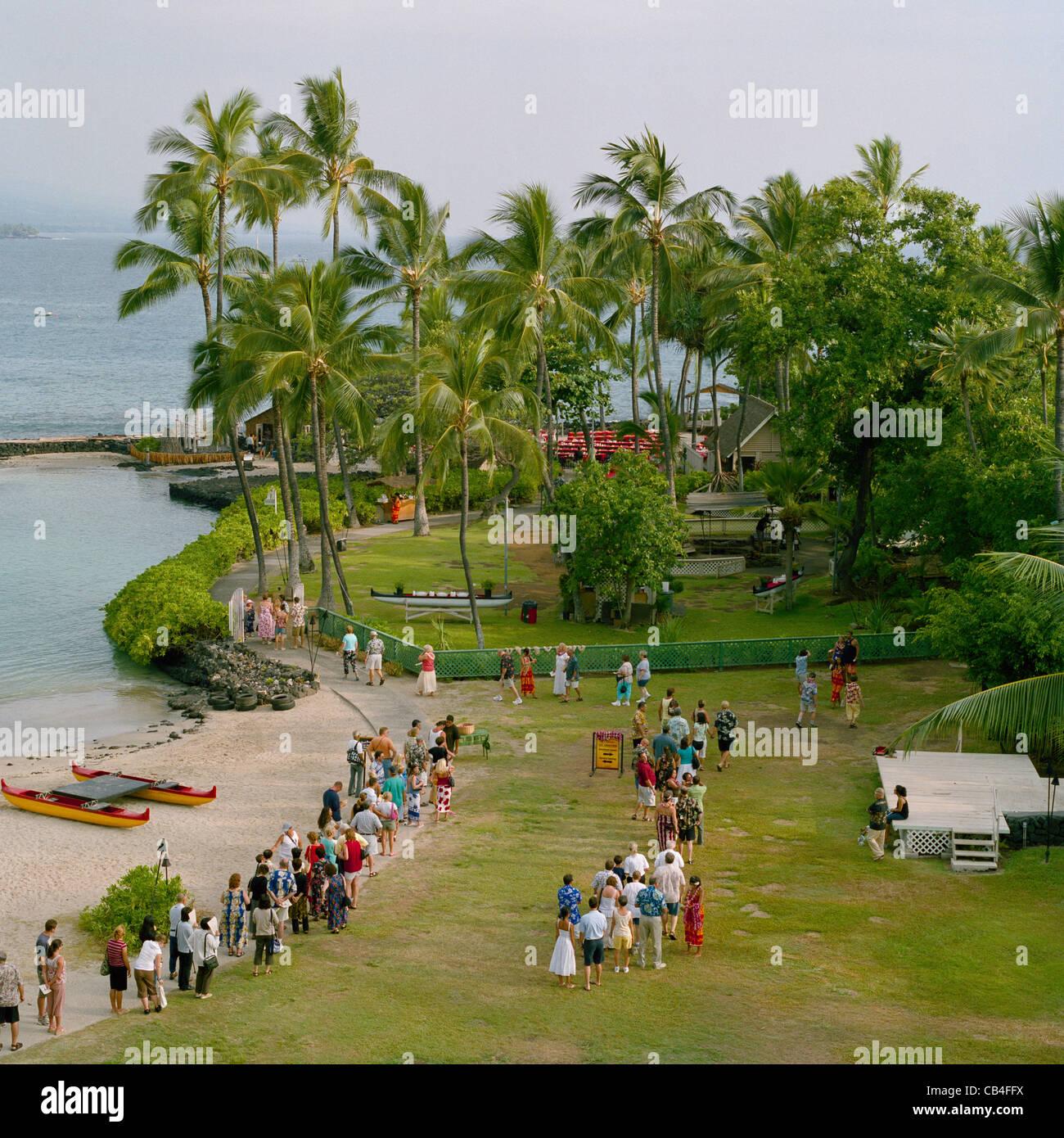 Luau guests queueing at Kamakahonu Beach Kailua-Kona Big Island Hawaii - Stock Image