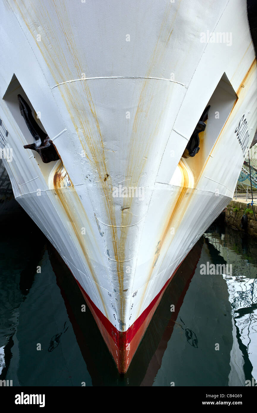 The bow of the Scillonian III tied up in dock - Stock Image