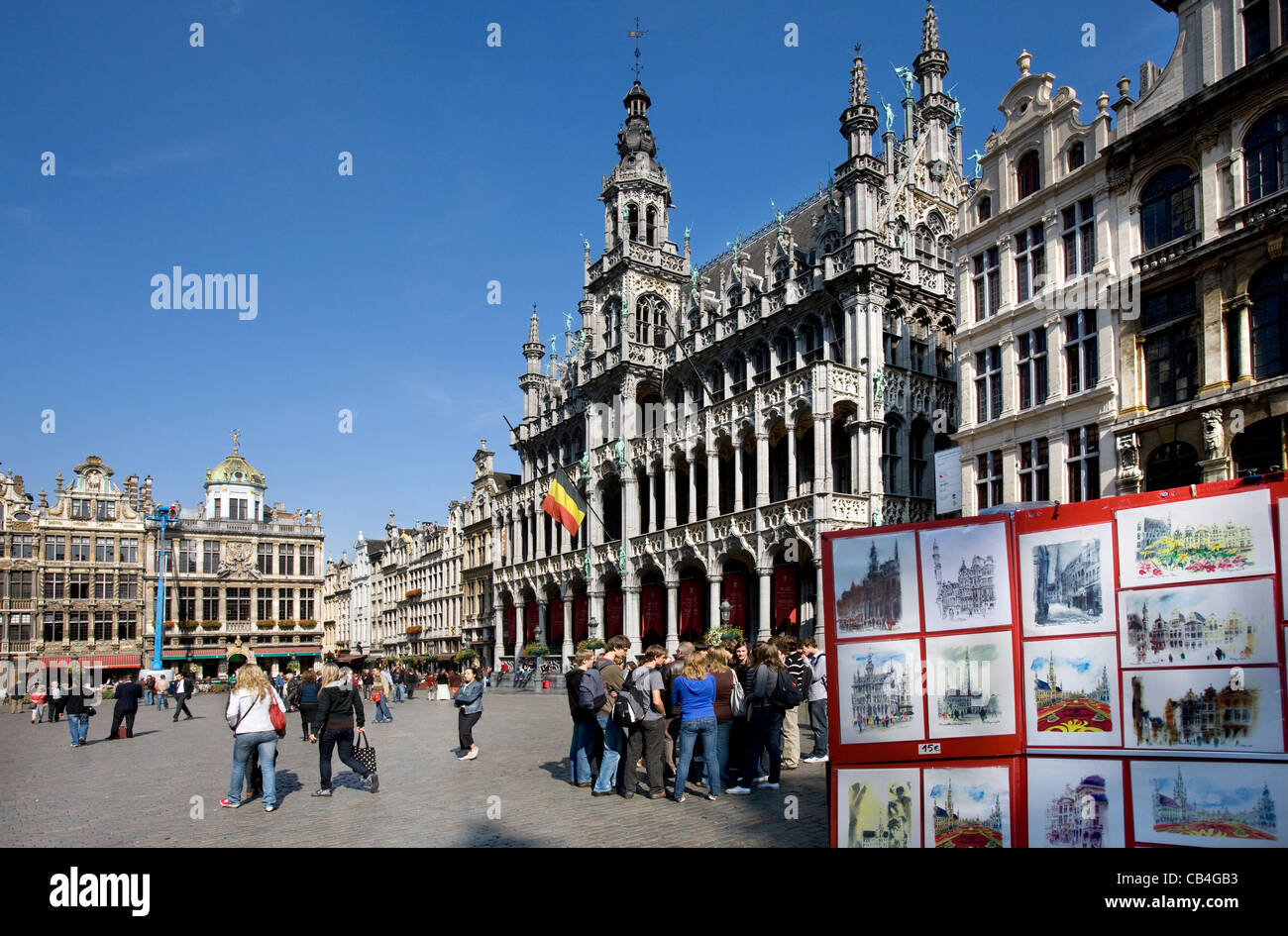 Drawings for tourists and Maison du Roi / King's House / Broodhuis / Breadhouse, Grand Place / Grote Markt, - Stock Image
