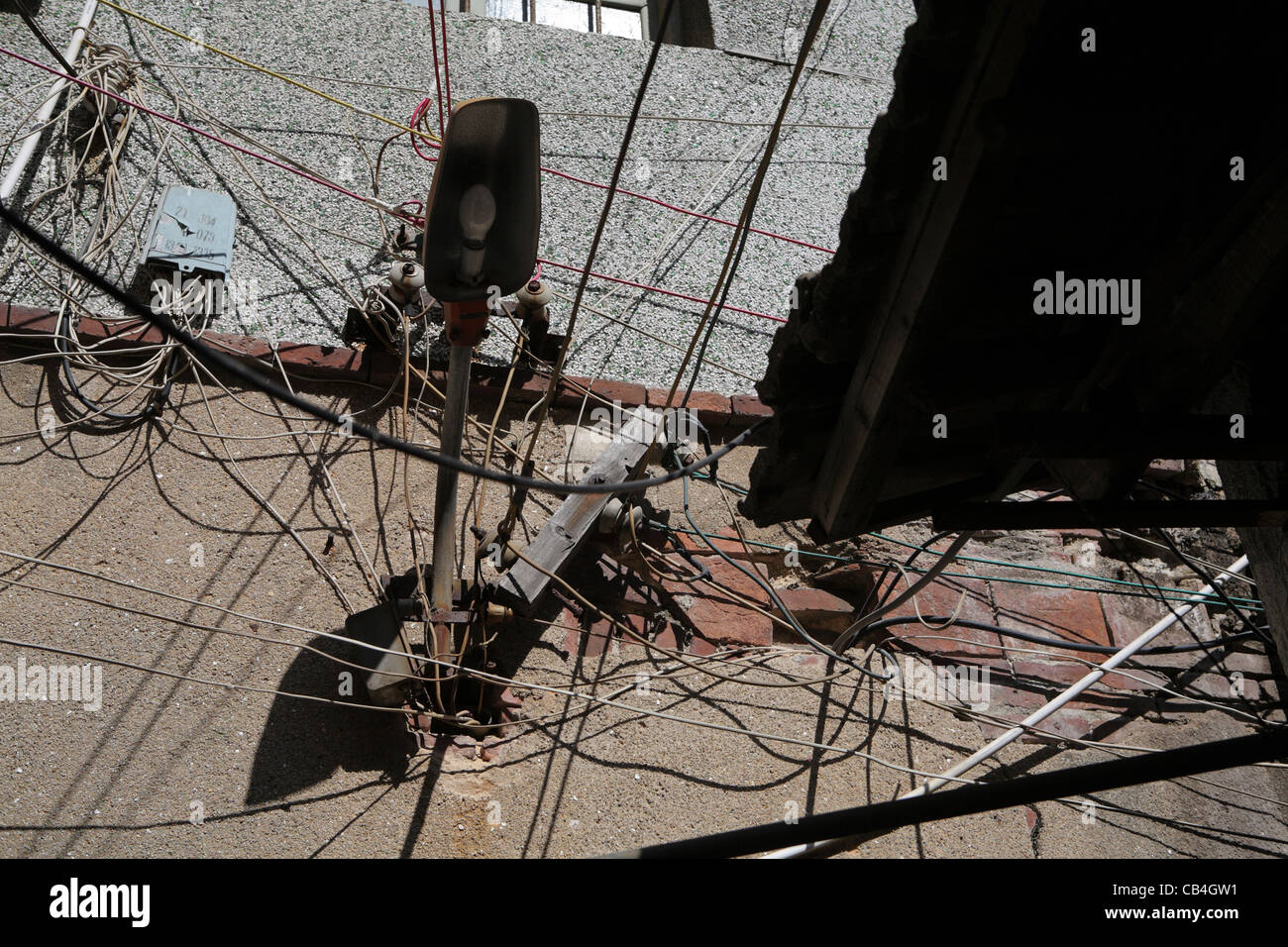 chaotic messy unsafe dangerous electrical wiring exterior old stock rh alamy com Electrical Wiring for Rodent Poison reporting dangerous electrical wiring
