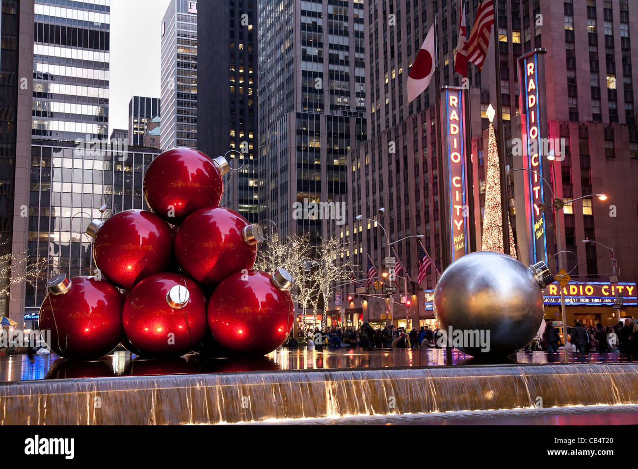 Holiday Christmas Ornament Display, Avenue of the Americas, NYC ...