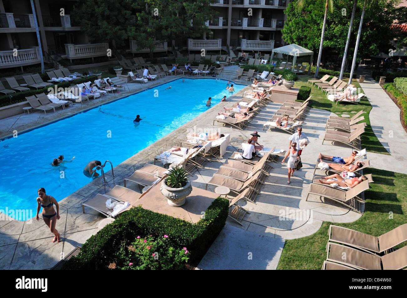Outdoor swimming pool of the Langham Huntington Hotel, Pasadena, California - Stock Image