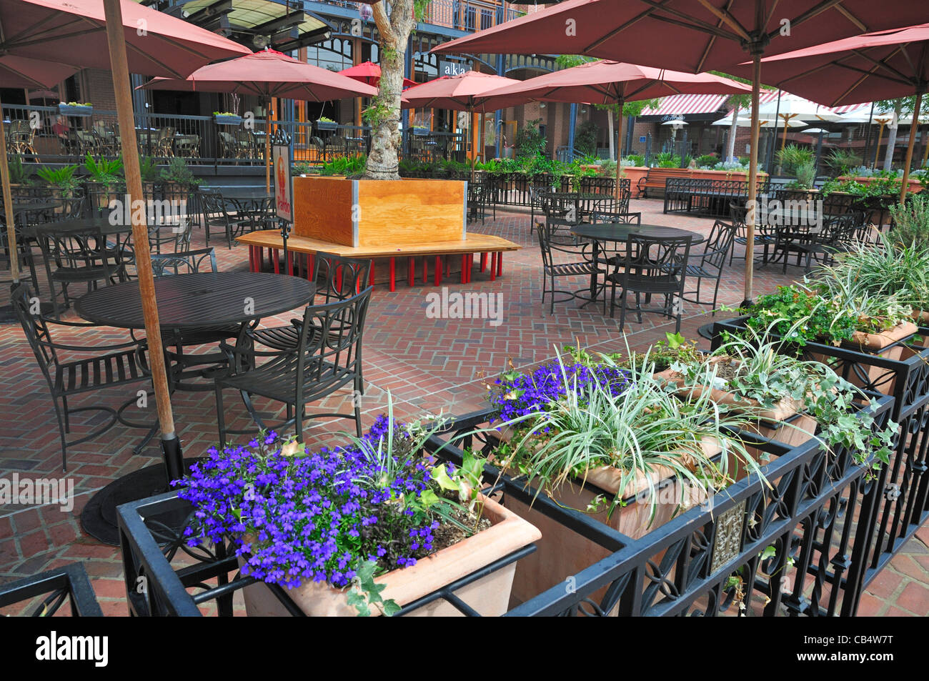 One Colorado open air patio in Old Pasadena - Stock Image