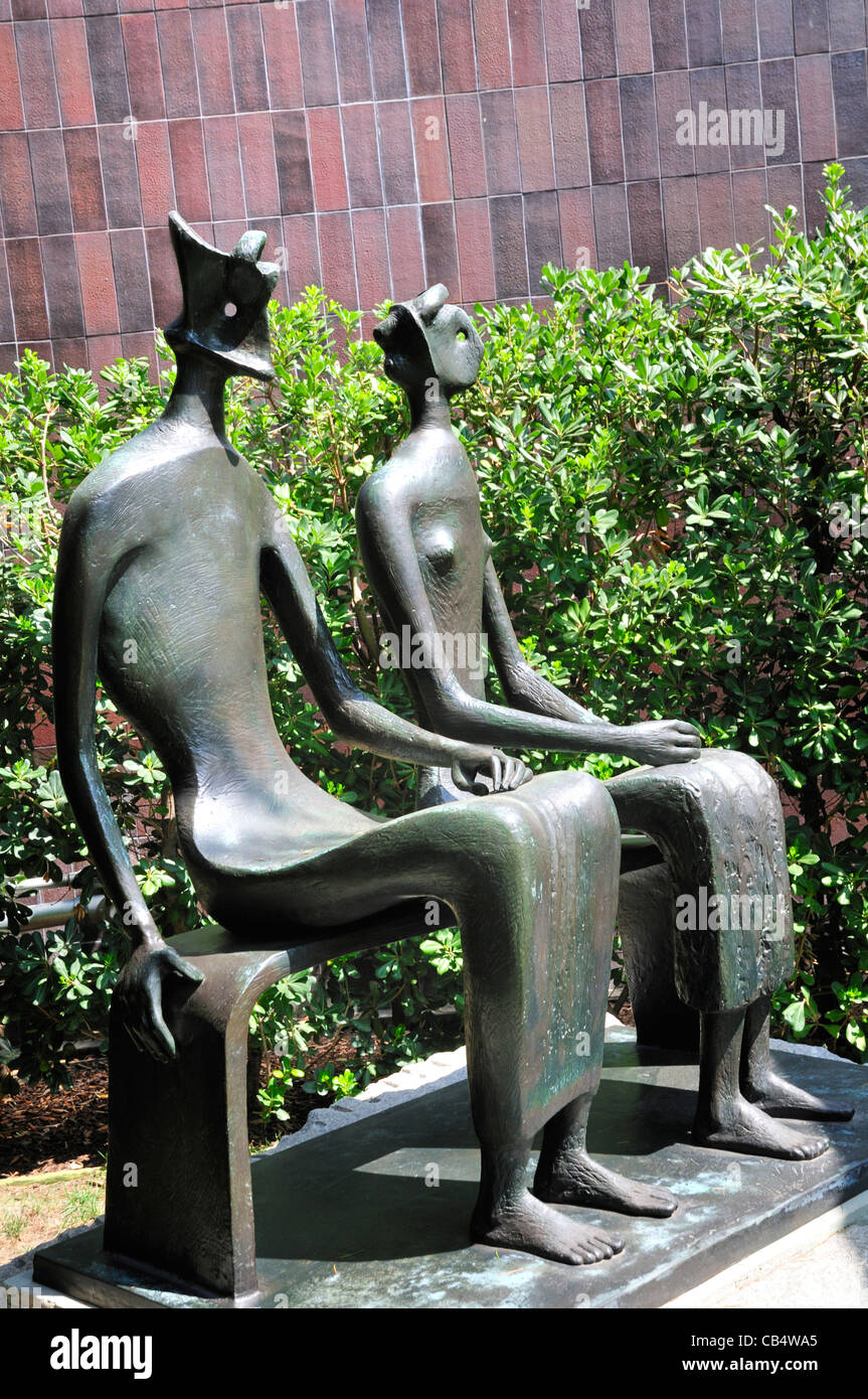 'King and Queen' by Henry Moore at the Norton Simon museum, Pasadena, California. - Stock Image