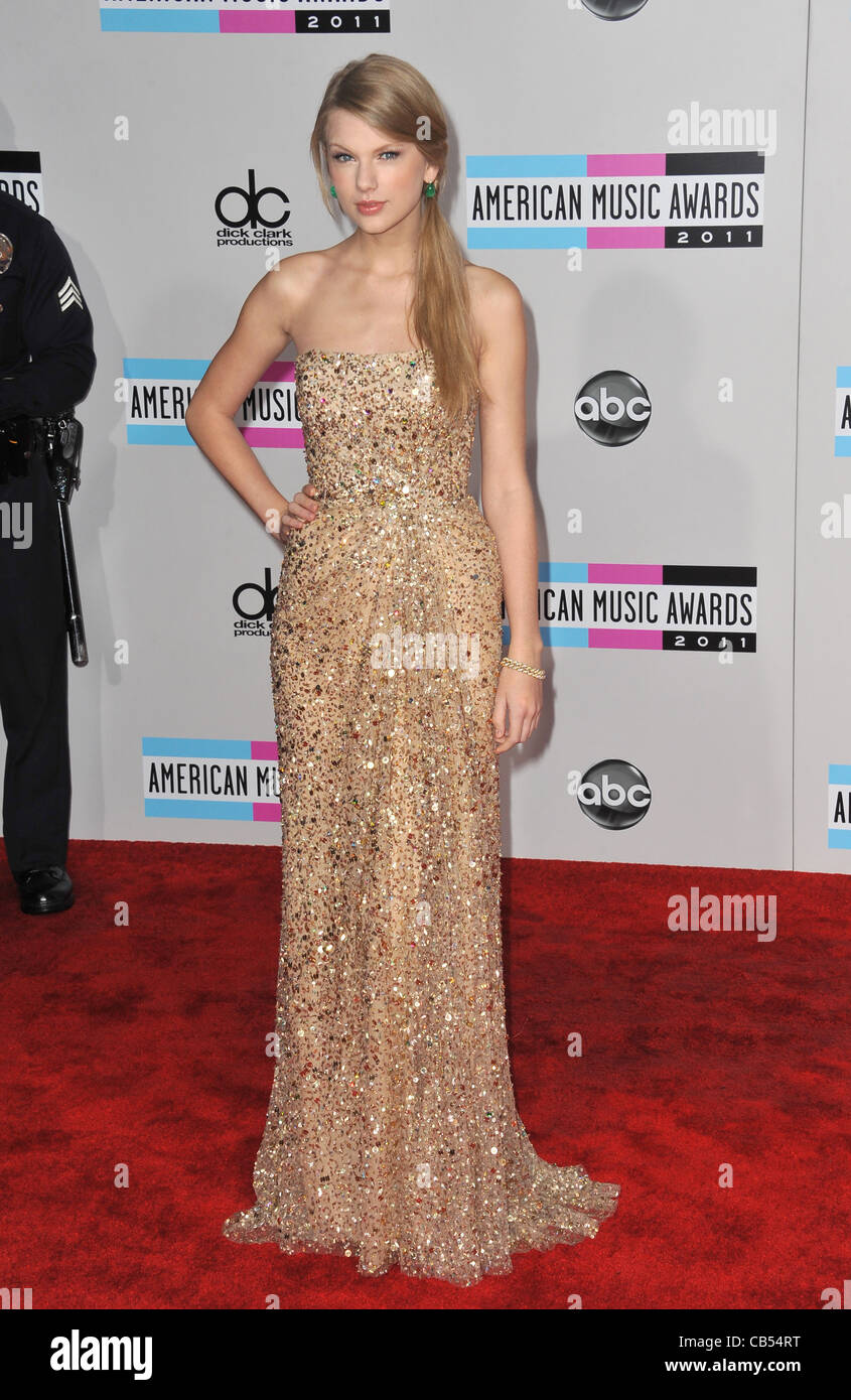 Taylor Swift Full Length Gold Dress Strapless Stock Photos & Taylor ...