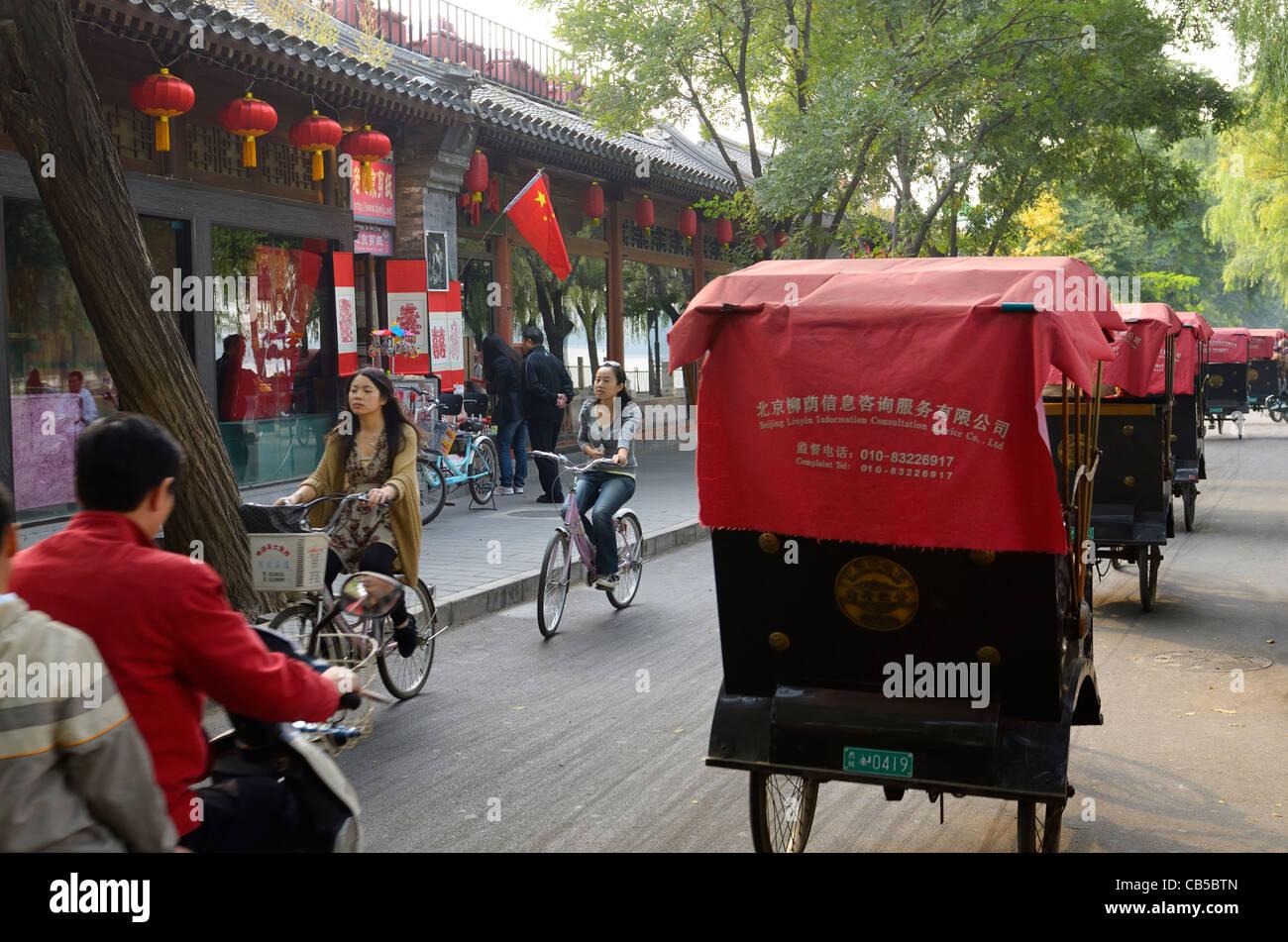 Traffic and line of pedicabs on Qianhai Beiyan street in Shichahai area at Qianhai lake Beijing Peoples Republic - Stock Image
