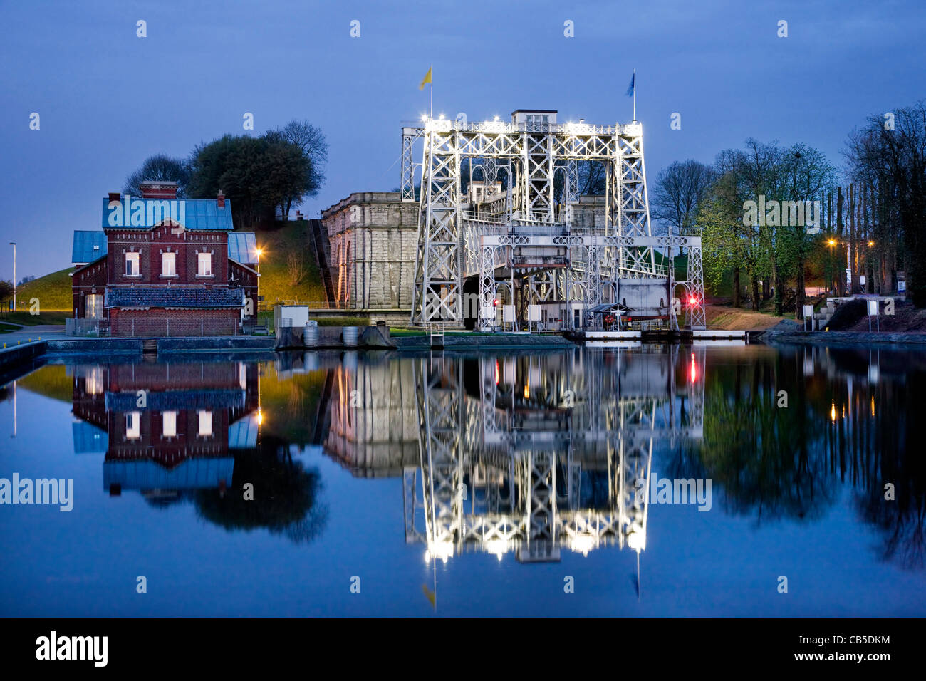 Hydraulic boat lift n°4 at sunset on the Canal du Centre at Thieu near La Louvière in the Sillon industriel - Stock Image