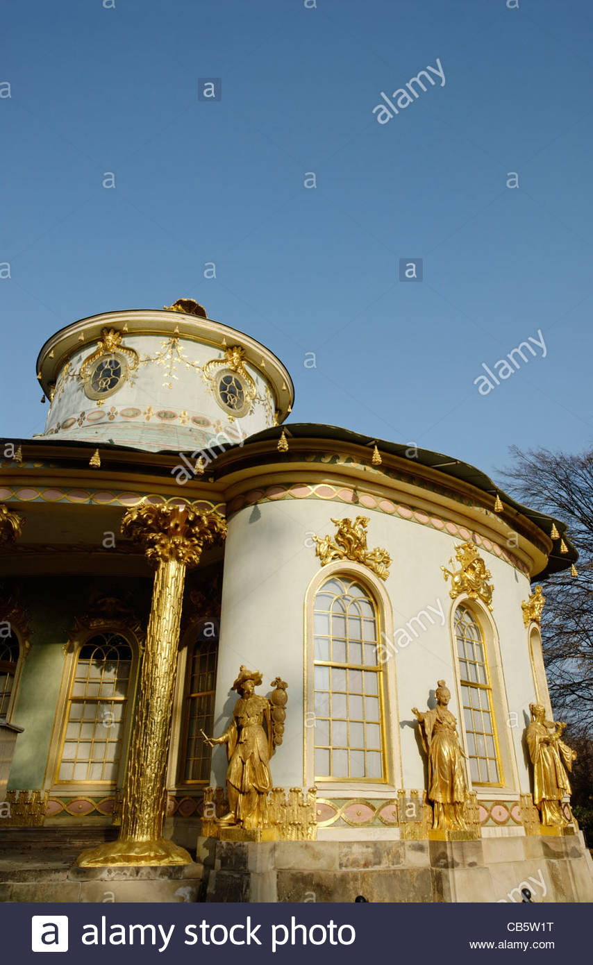 golden statues  at The Chinese House, a garden pavilion in Sanssouci Park in Potsdam - Stock Image