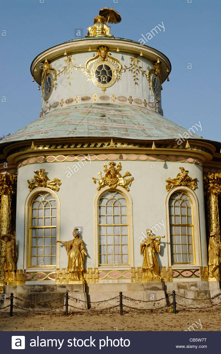 The Chinese House, a garden pavilion in Sanssouci Park in Potsdam with golden statues - Stock Image