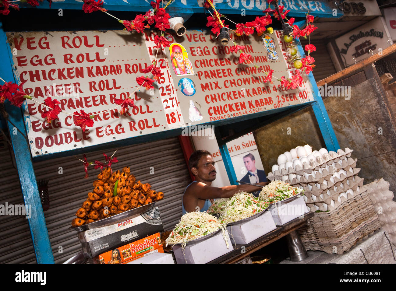 India, West Bengal, Kolkata, Chowringhee, New Market, Lindsay Street roadside roll stall - Stock Image
