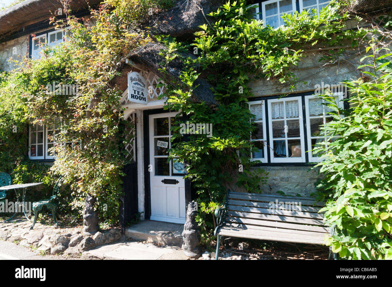 The Bat's Wing tearooms in a 17th century cottage in Godshill on the Isle of Wight Stock Photo