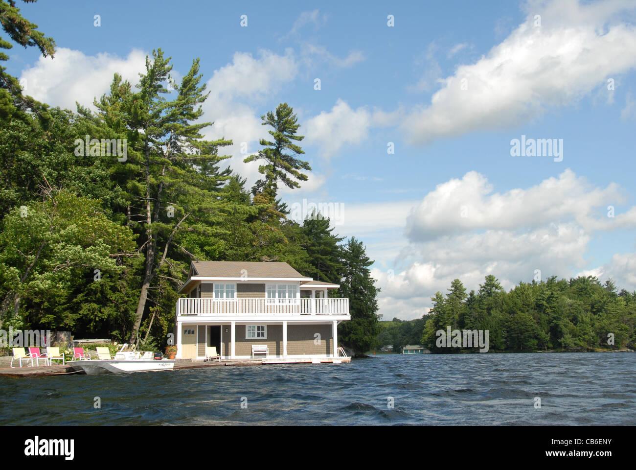 Holiday home near Minett in Muskoka on the banks of Lake Rosseau Stock Photo