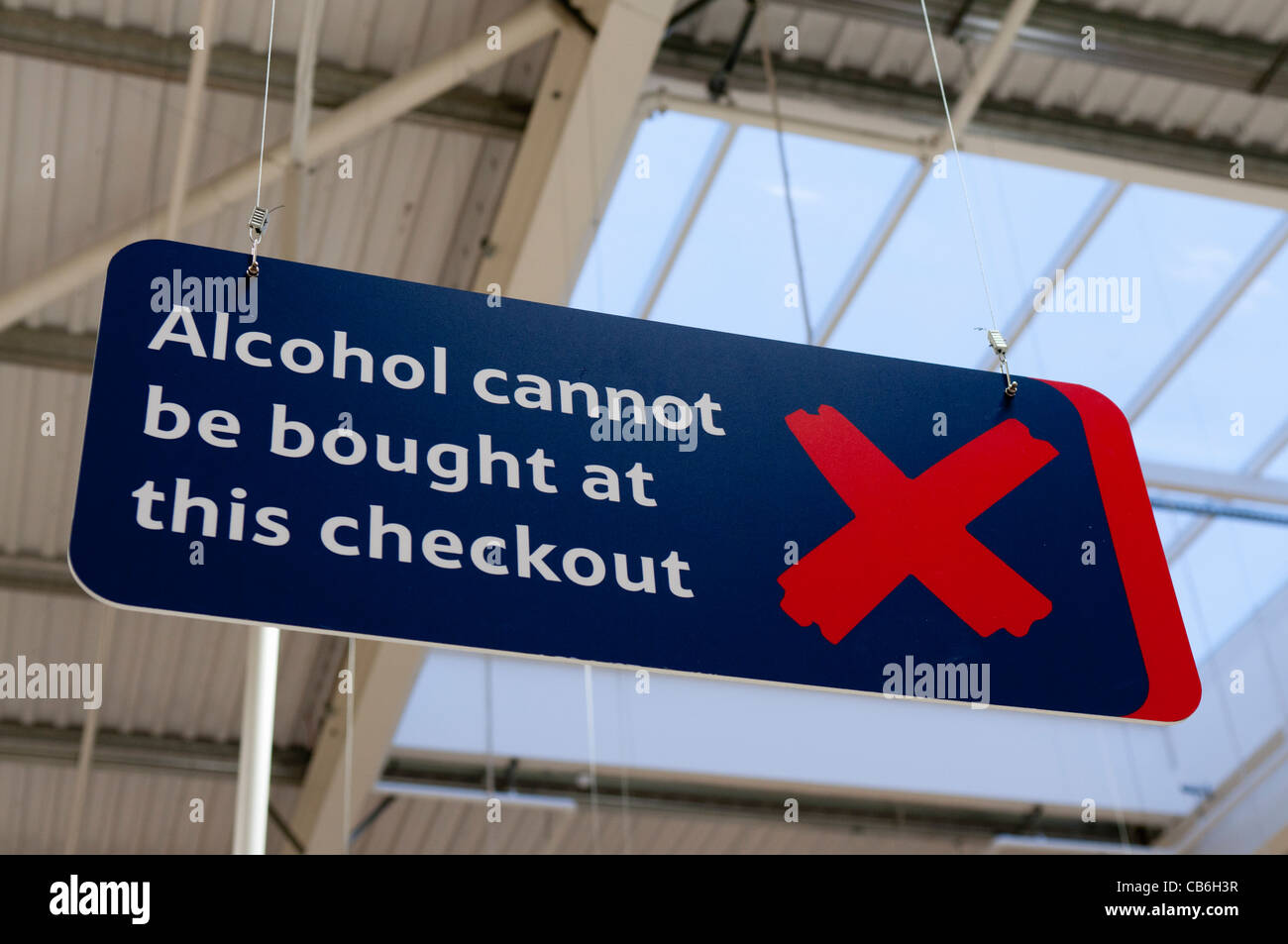 Sign advising customers that alcohol cannot be purchased at this checkout (Northern Ireland Licencing laws) - Stock Image