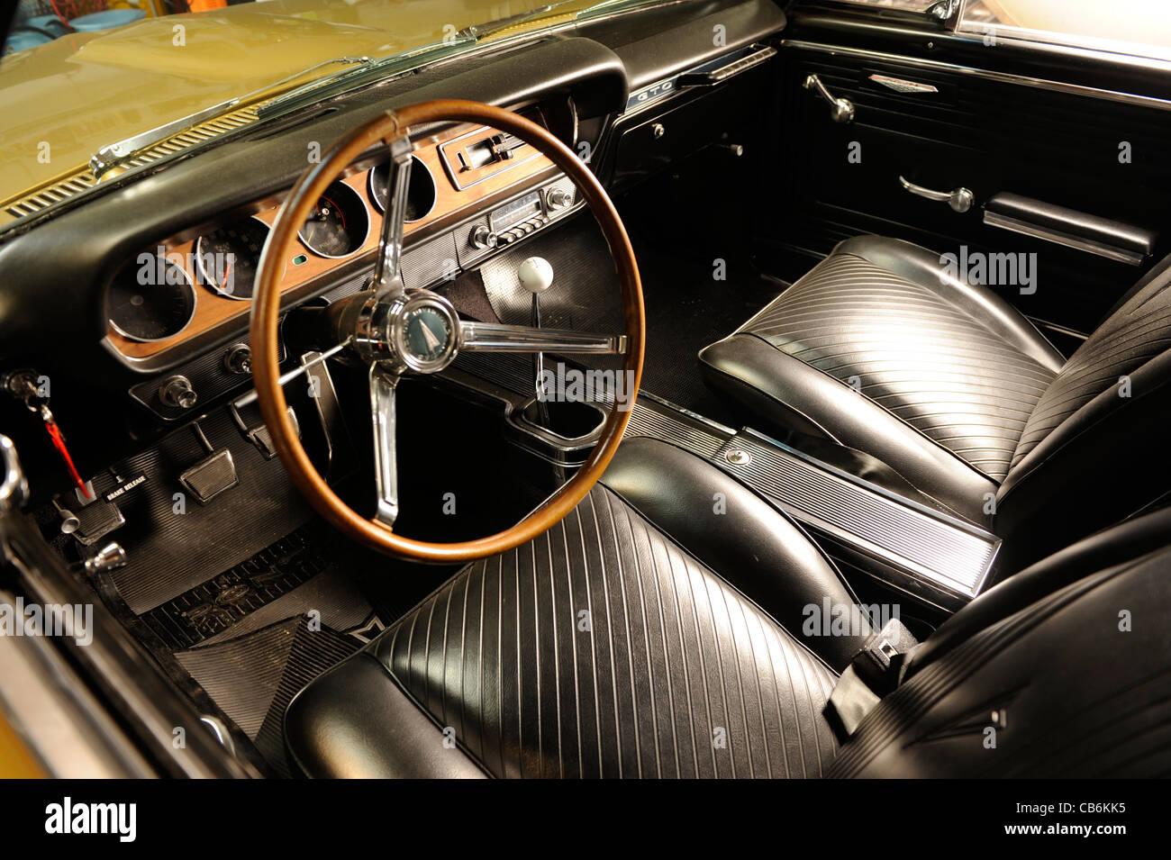 1965 pontiac gto 2 door hrd top, gold tiger edition, hurst.