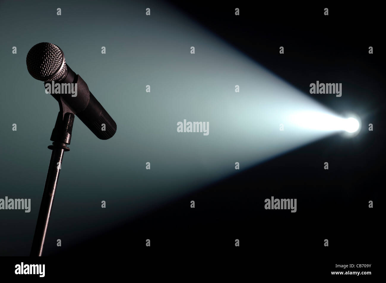 Mic Stand Stage Stock Photos & Mic Stand Stage Stock Images - Alamy