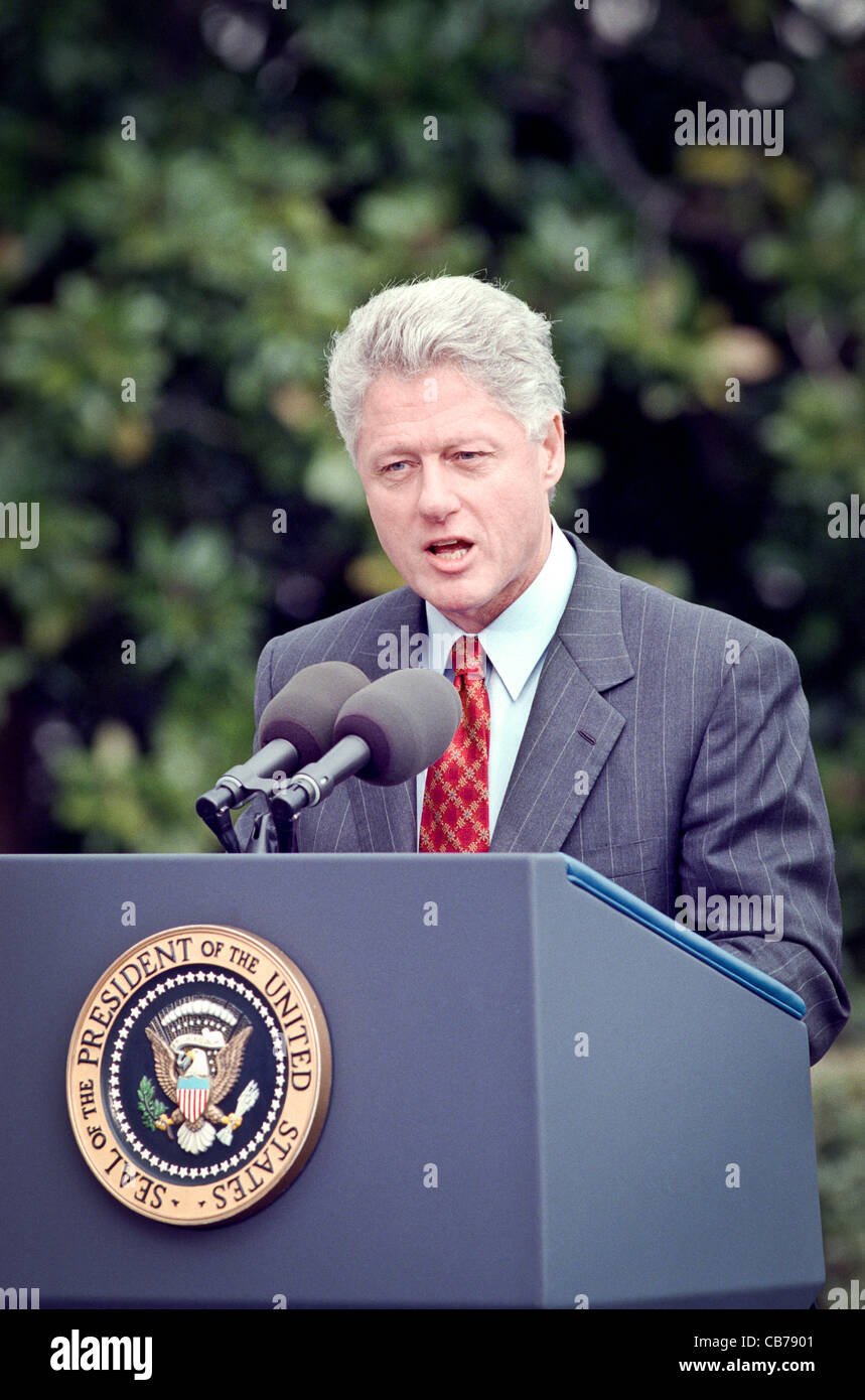 US President Bill Clinton makes a statement on the Yugoslavia crisis and bombing against Serbian targets by US-led Stock Photo