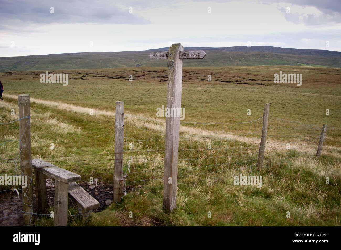 Footpath sign and stile at at Robert's Seat on the Pennine Way near Keld,  Yorkshire Dales National Park, North - Stock Image
